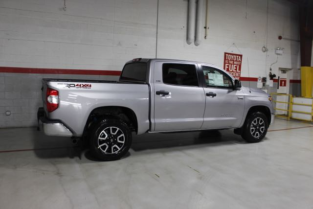 new 2018 toyota tundra v8 large sr5 short bed crew max 4x4 truck in saint charles 38688 293. Black Bedroom Furniture Sets. Home Design Ideas